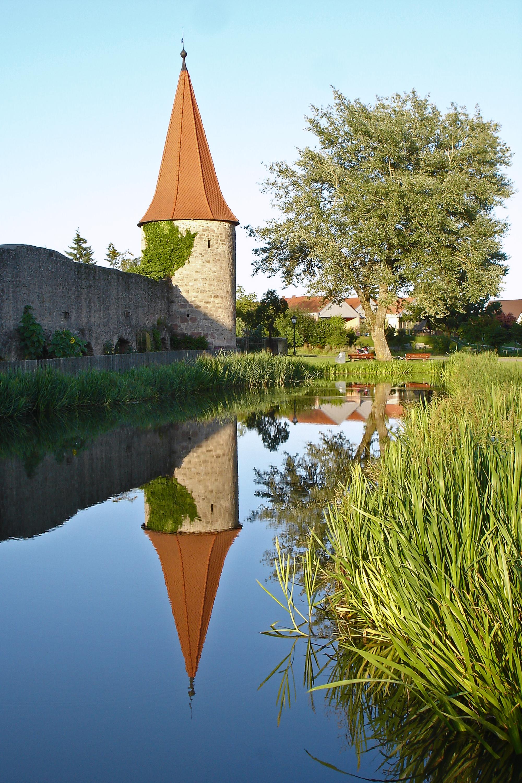 Stadtgraben mit Turm Merkendorf