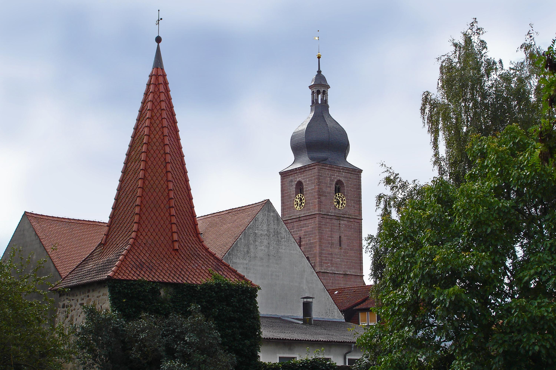 Kirchturm mit Stadtmauerturm Merkendorf