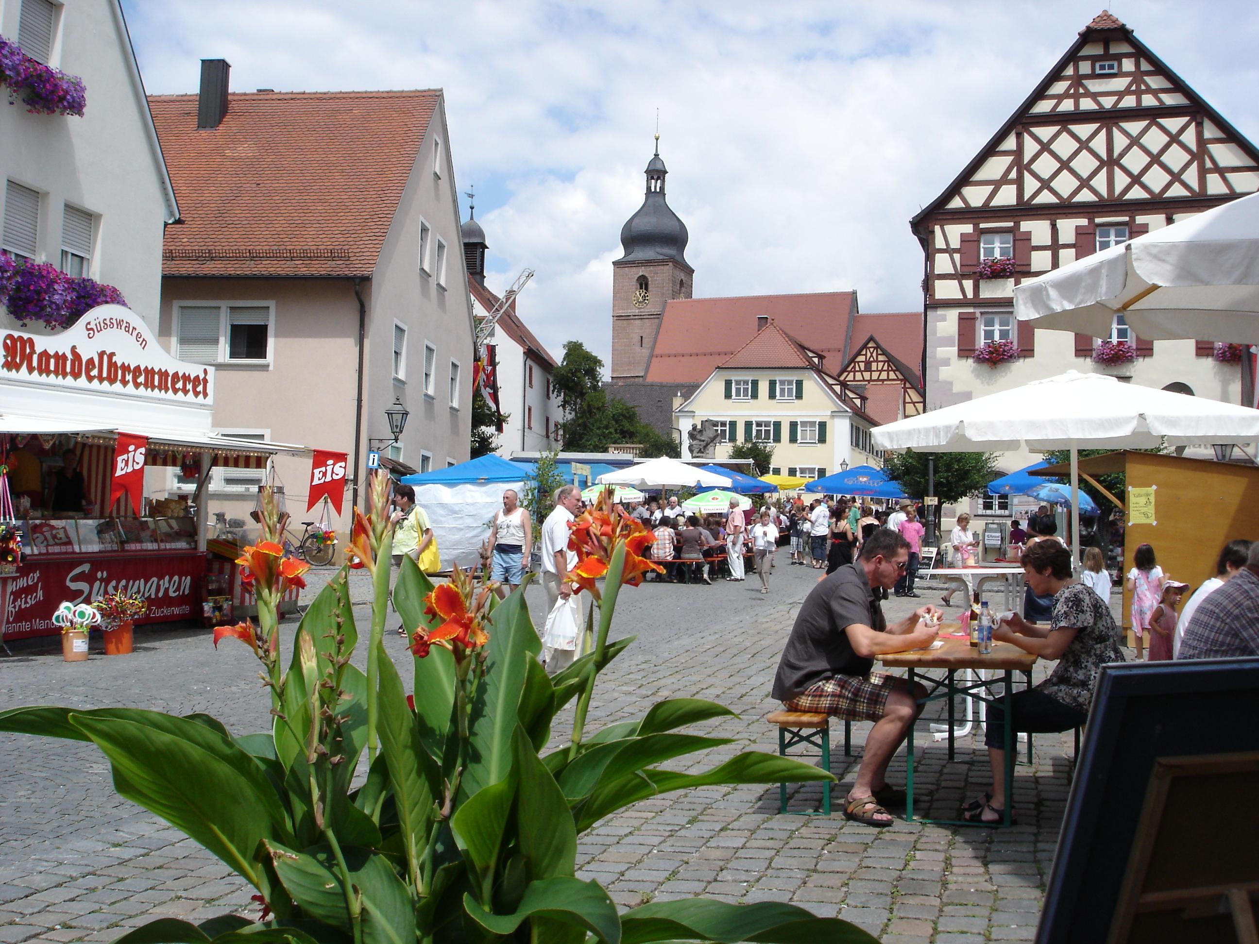 Altstadtfest auf dem Marktplatz in Merkendorf