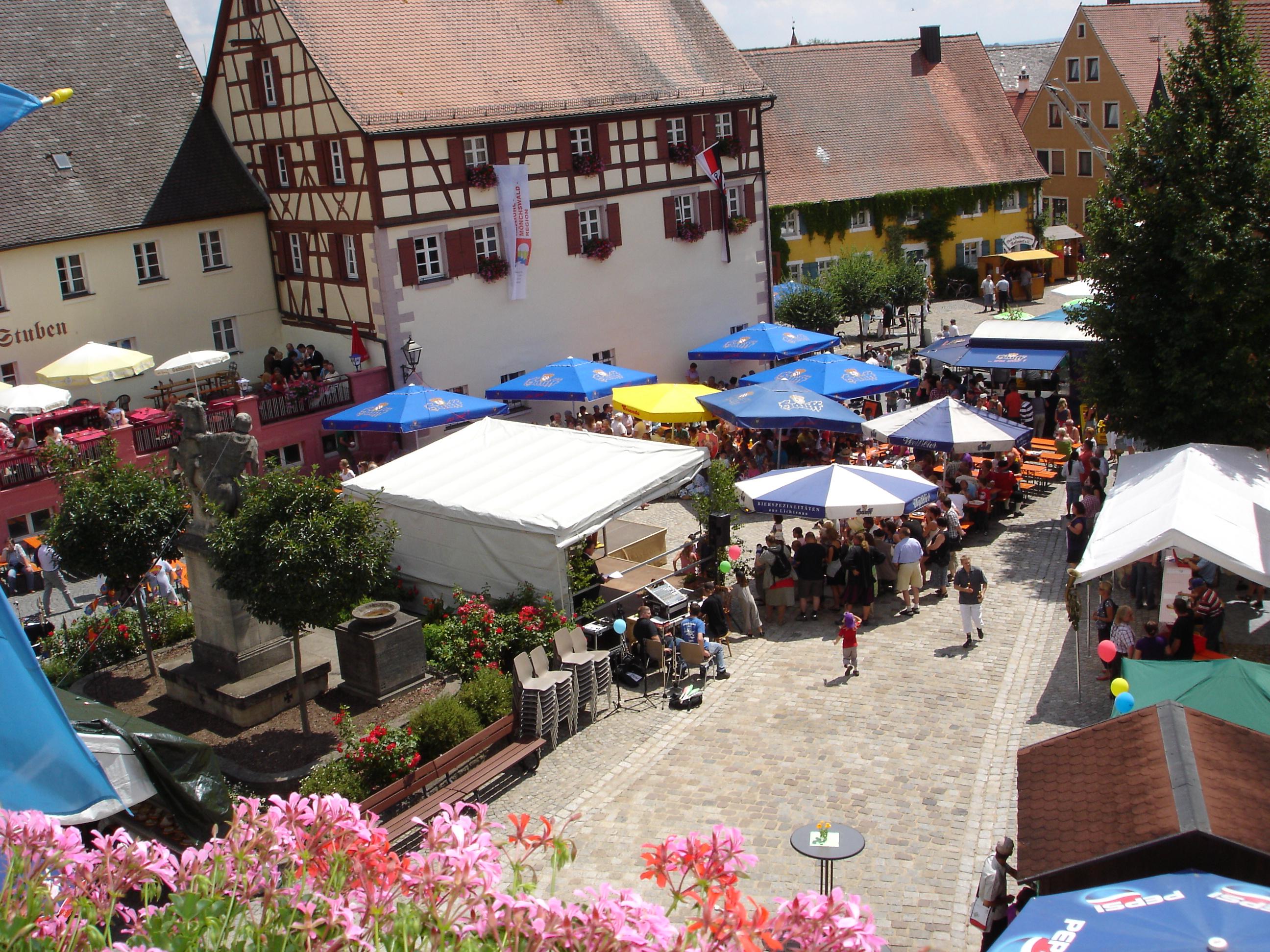 Altstadtfest auf dem Marktplatz Merkendorf
