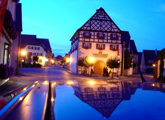 Rathaus bei Nacht -Altmühlsee